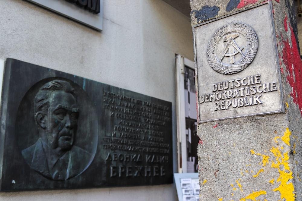 Deutsche Demokratische Republik wall sign
