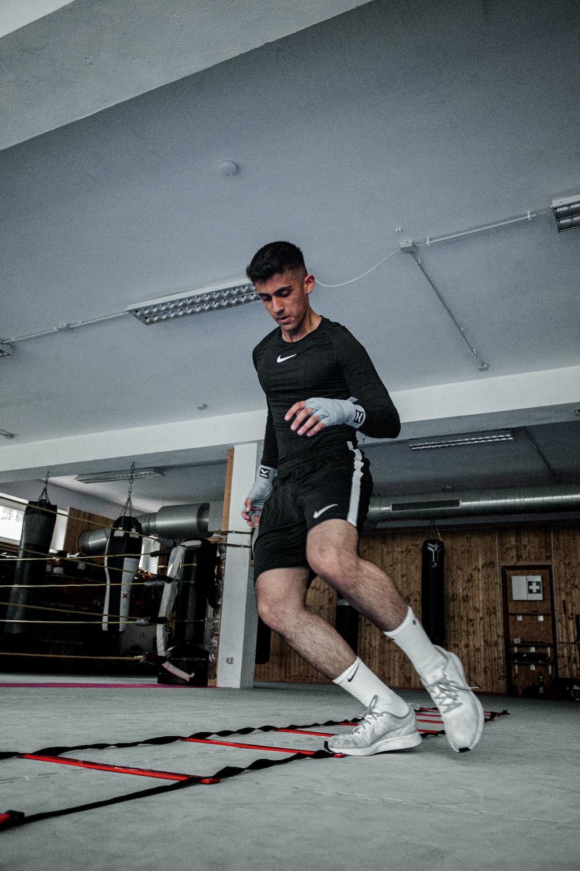 man in back Nike long-sleeved shirt exercising