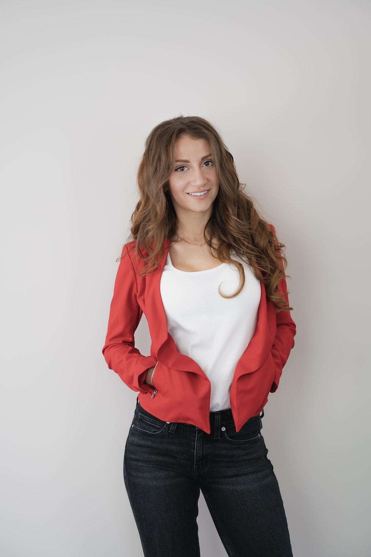 woman wearing rd jacket