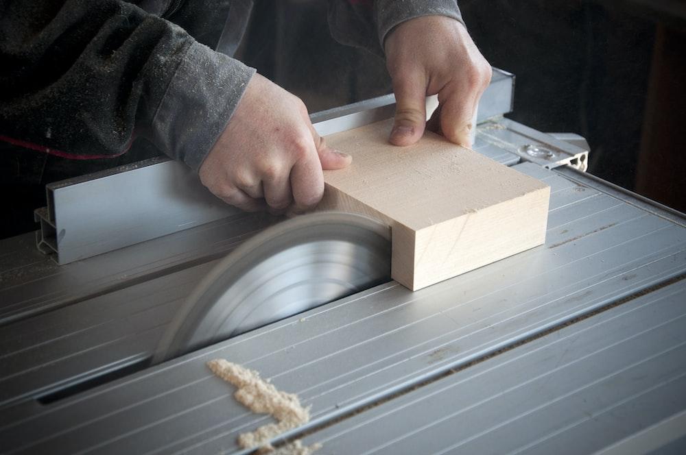 gray tile saw