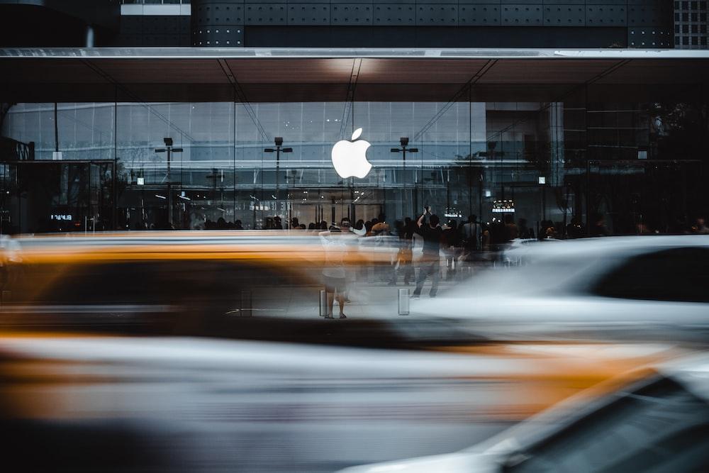 Apple logo during daytime