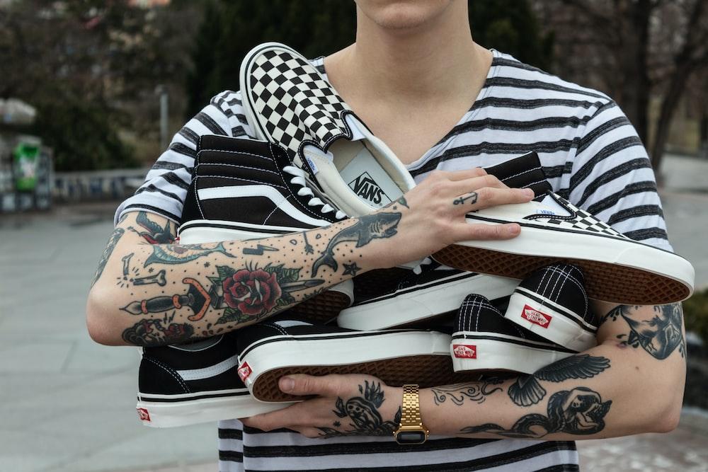 black Vans Sk8-Hi sneaker lot