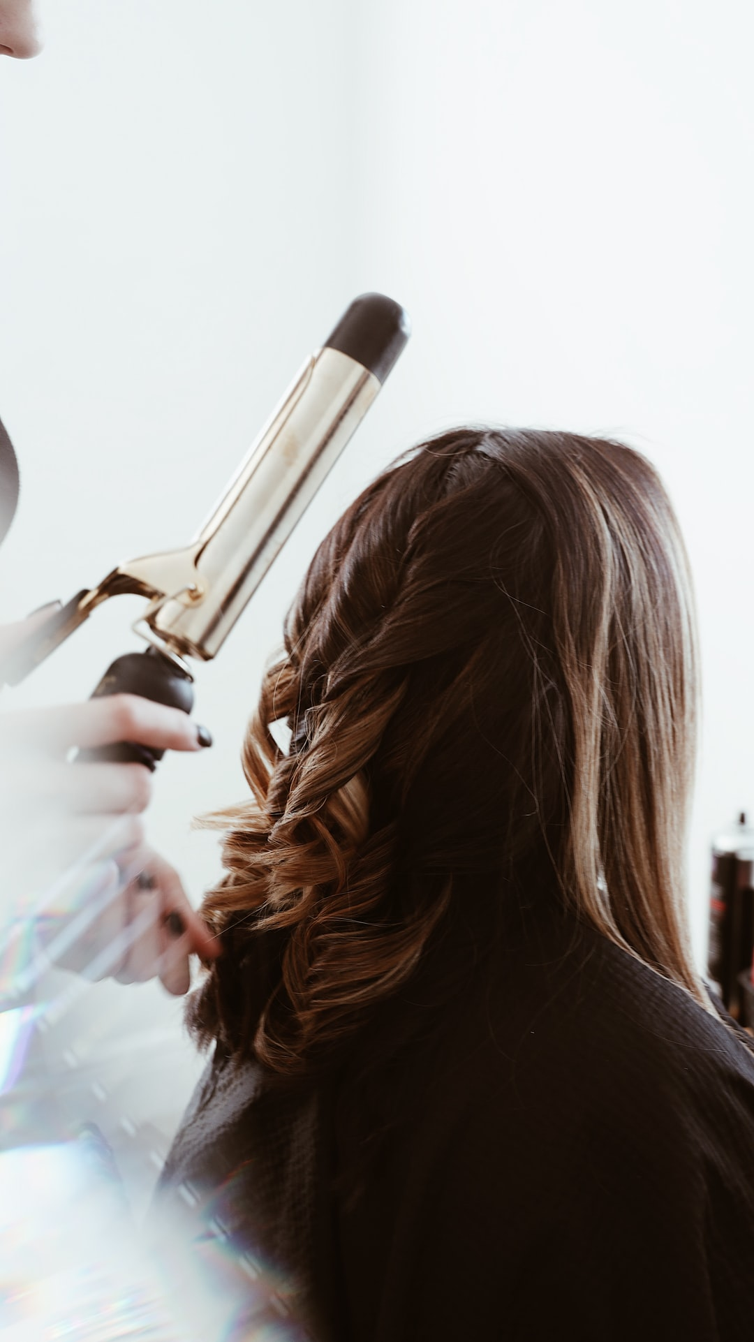 How to Find a Good Hair Stylist and Salon: 6 Helpful Tips to Consider