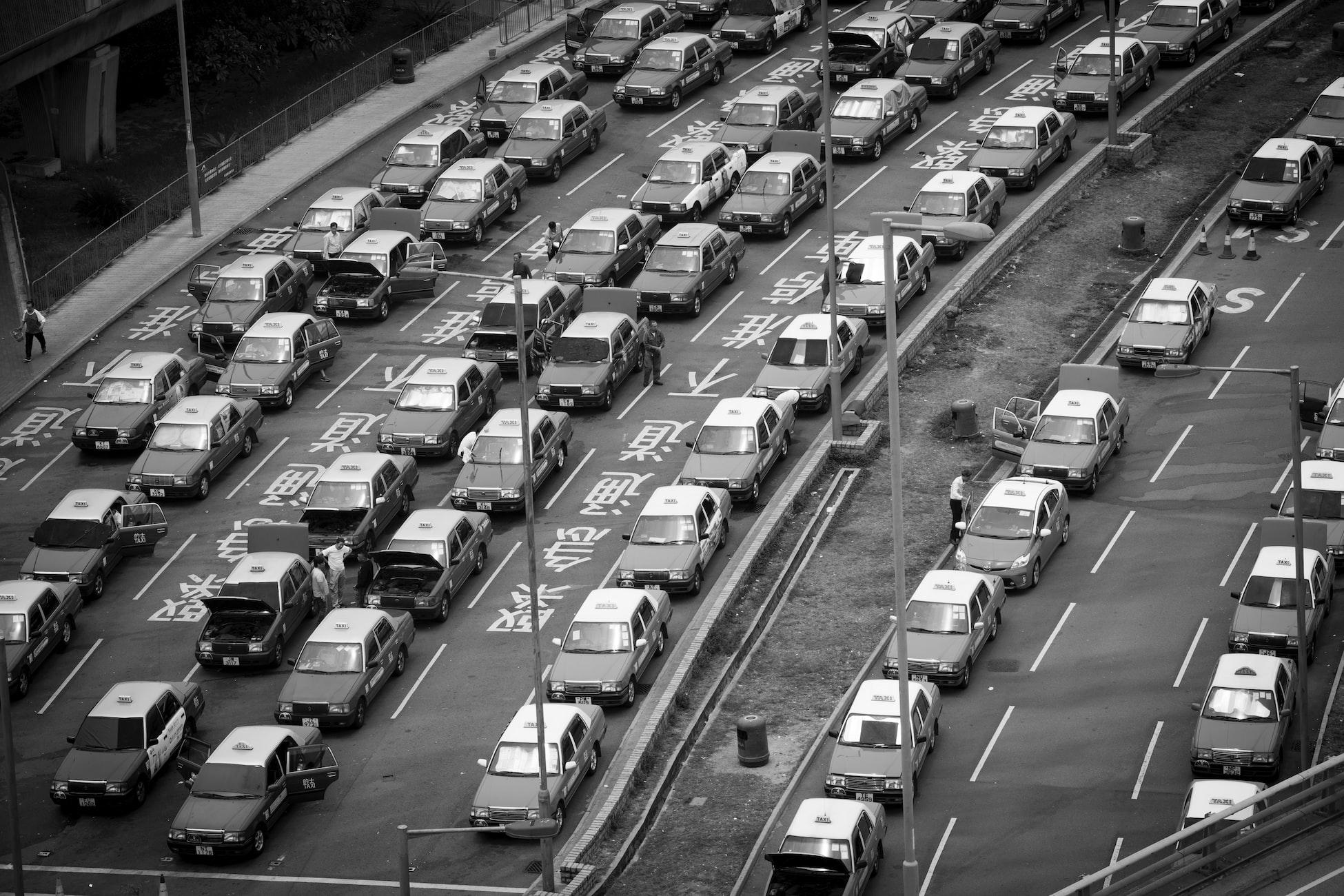 dopravní zácpa, černobílá fotografie