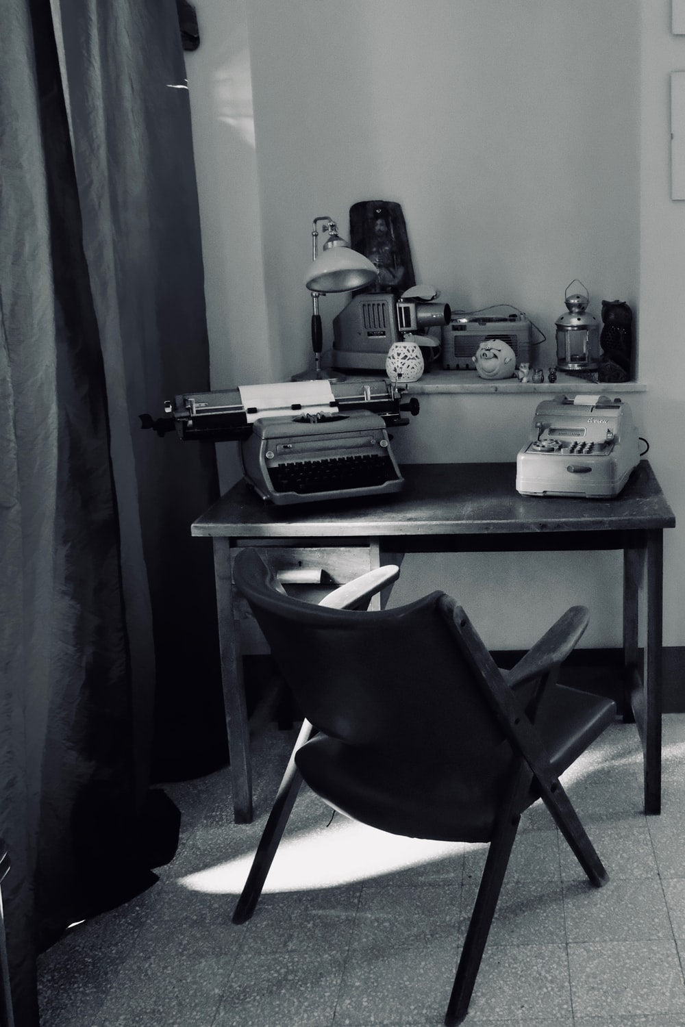 black leather padded metal framed chair near computer table
