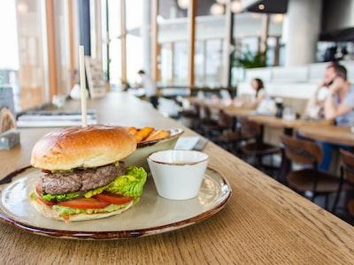 Coronavirus, consumi carne: calo ristorazione, bene i supermercati