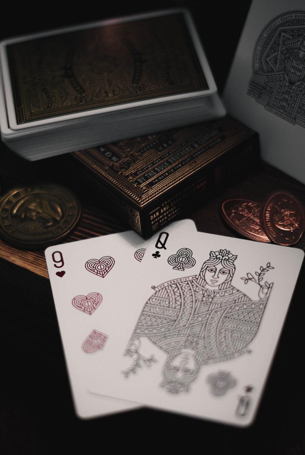 9 of hearts and Queen of clubs playing cards
