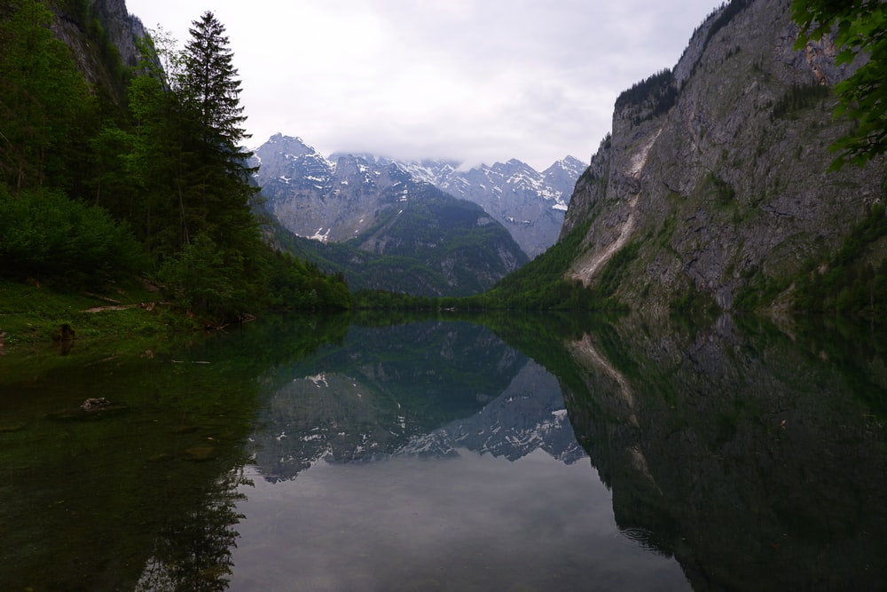 body of water between rocky cliffs