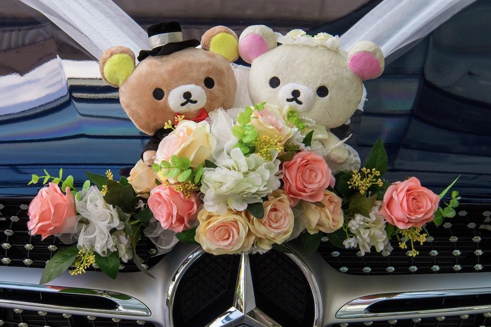 Mercedes-Benz wedding car with Rilakkuma and Korilakkuma wedding couple plush toy décor