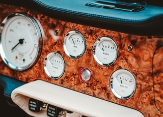 close-up photo of gauges