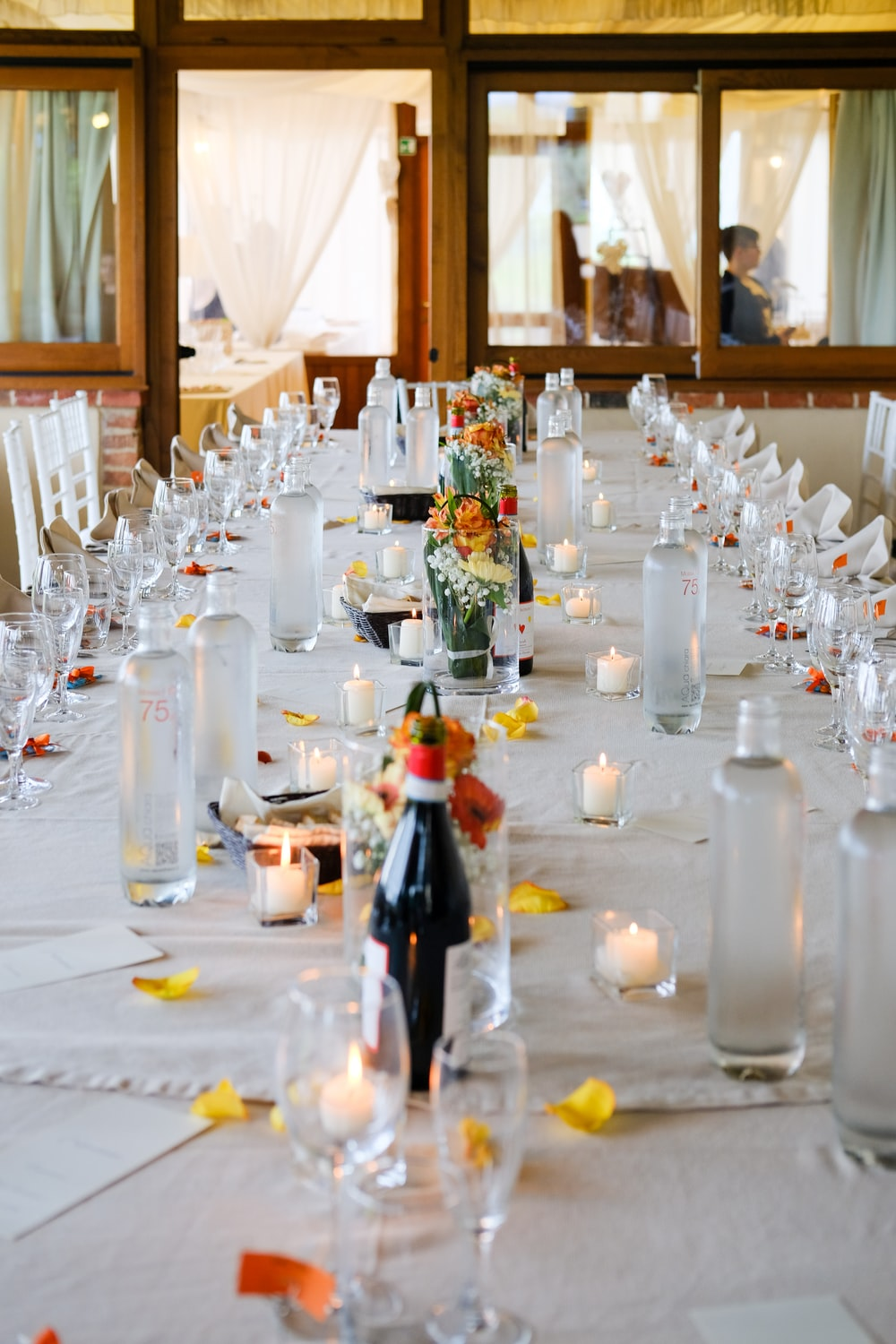 close-up photography of table setting
