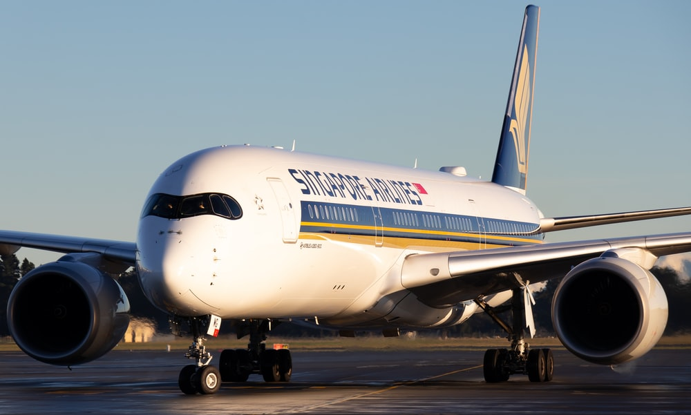 white Singapore Airlines airplane