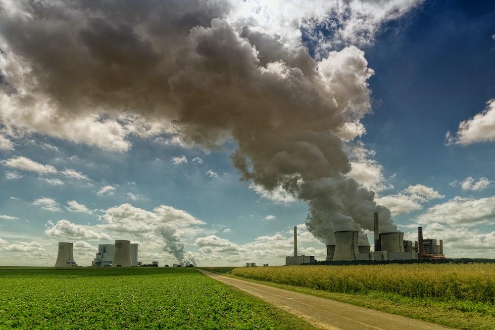 smoking factory during daytime