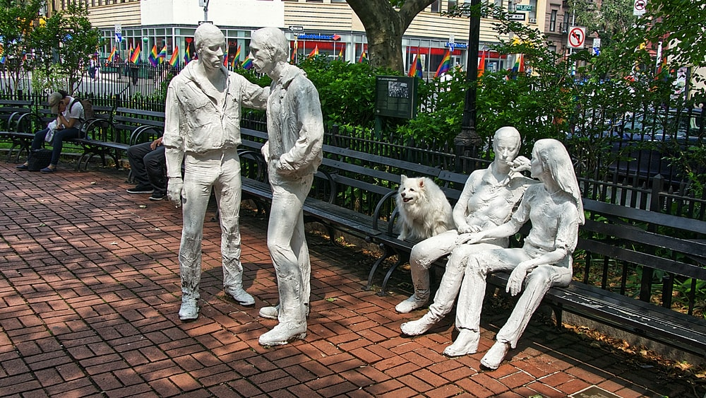 sitting man and woman statue