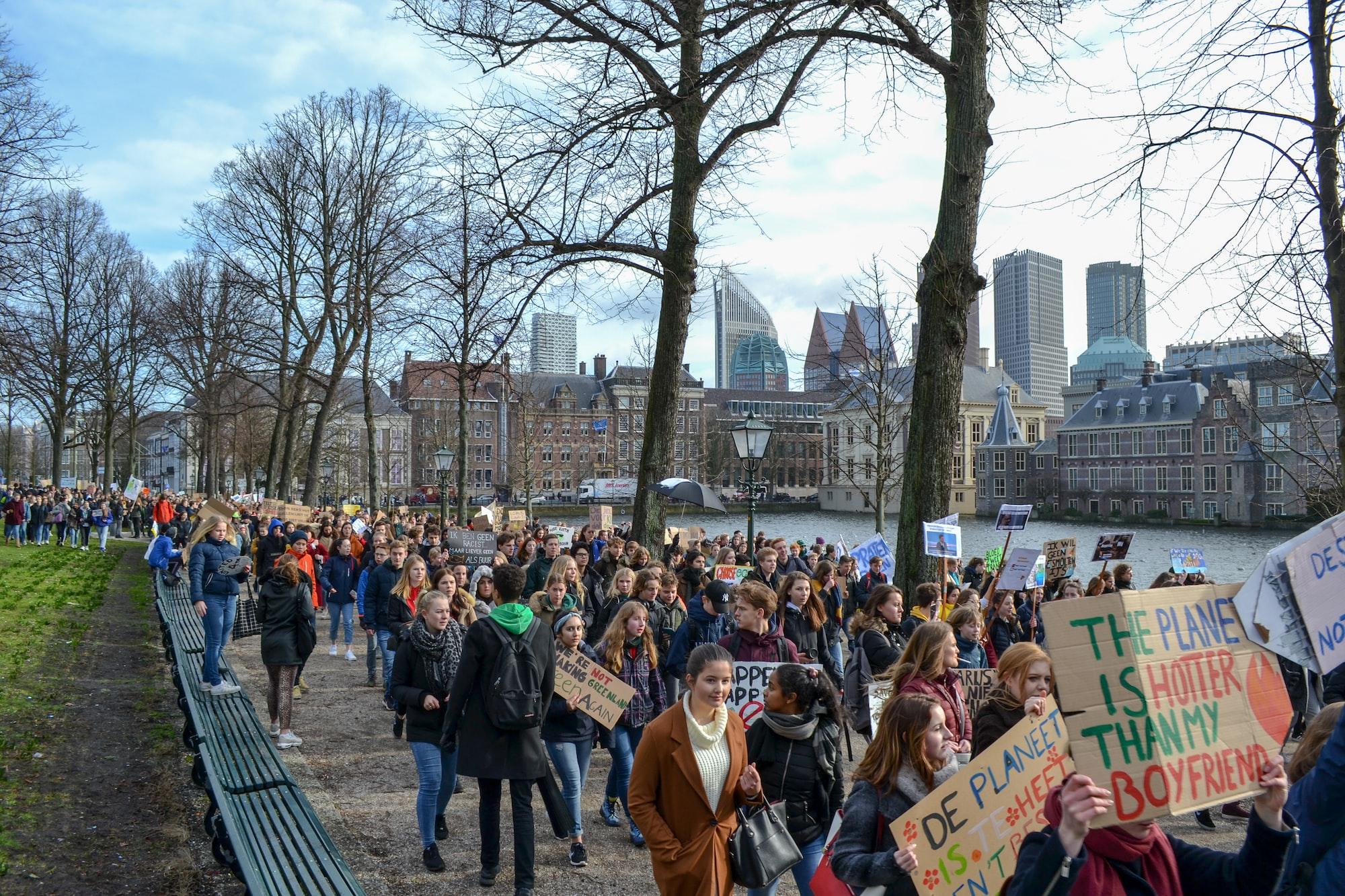Úspěch klimatické žaloby v Nizozemsku: soud přikázal vládě rychlejší snižování emisí