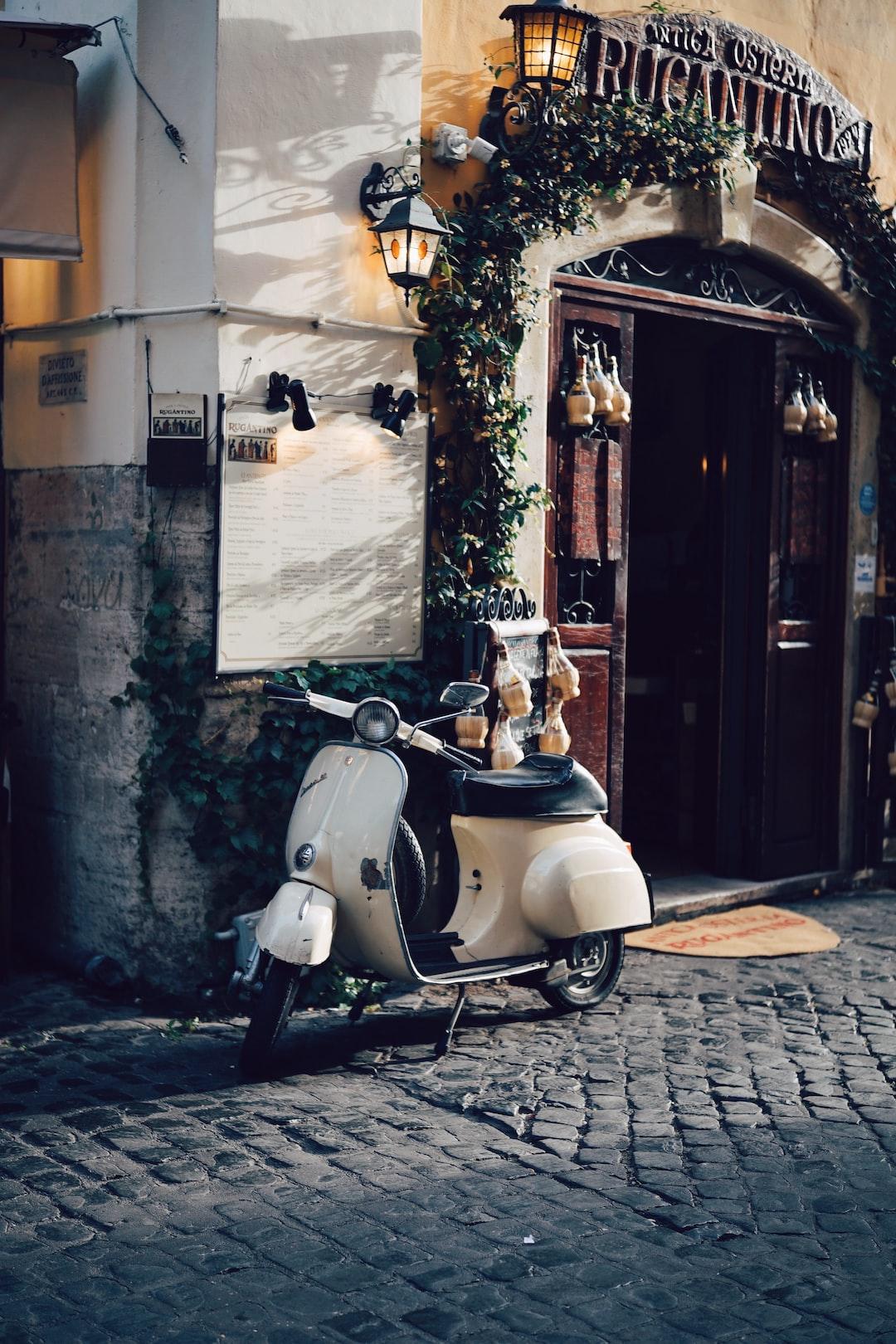 Old Vespa moped in Trastevere, Rome
