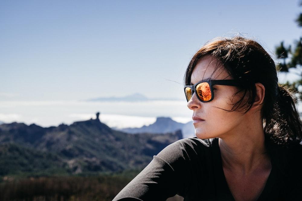 眼鏡をかけている女性