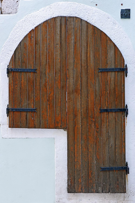 close photography of wooden door
