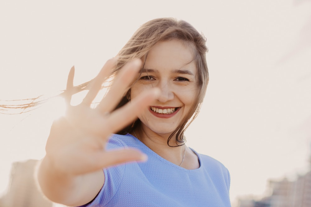 shallow focus photo of woman in blue top