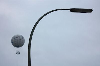 white welt hot air balloon post-impressionism zoom background