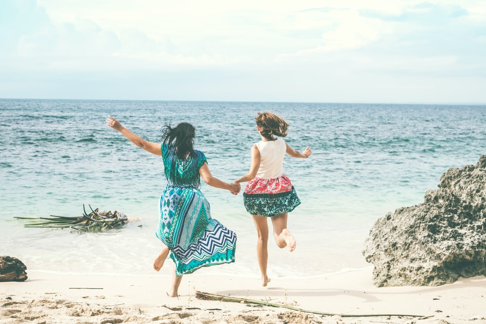 two running women towards sea