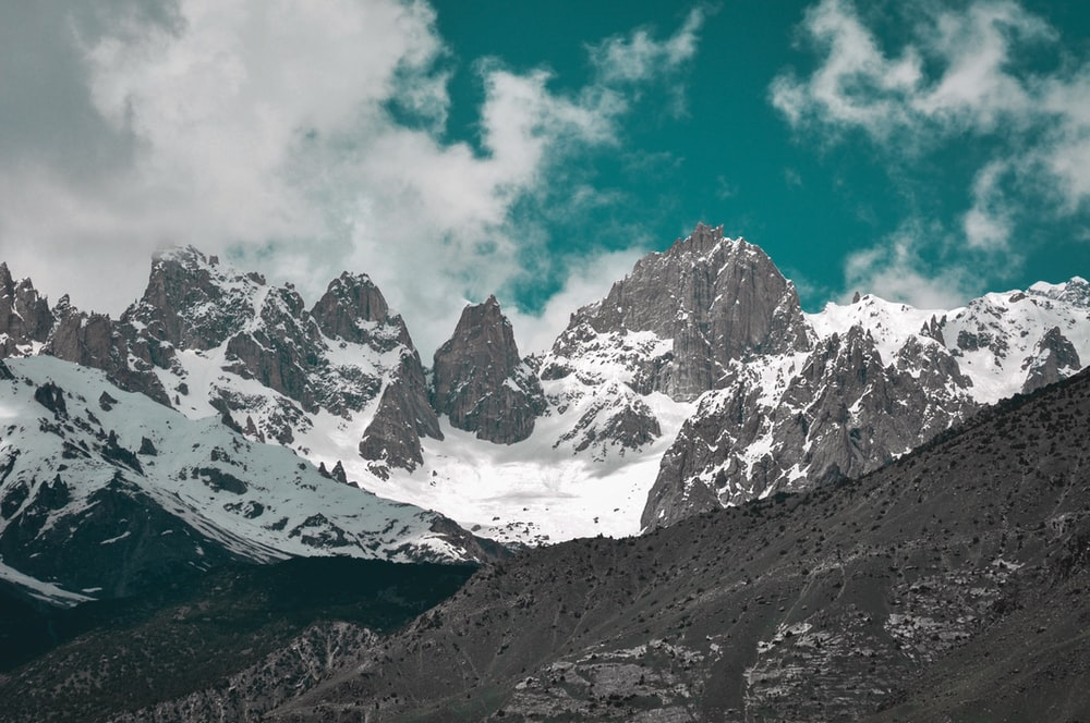 gray and white mountain