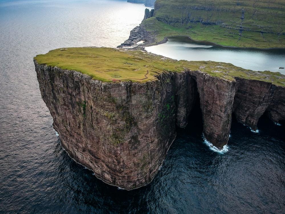 landscape photo of a cliff