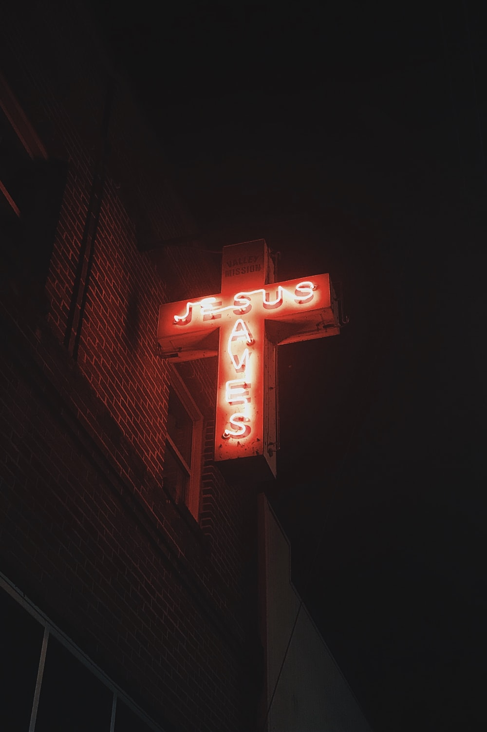 Neon Cross Pictures Download Free Images On Unsplash