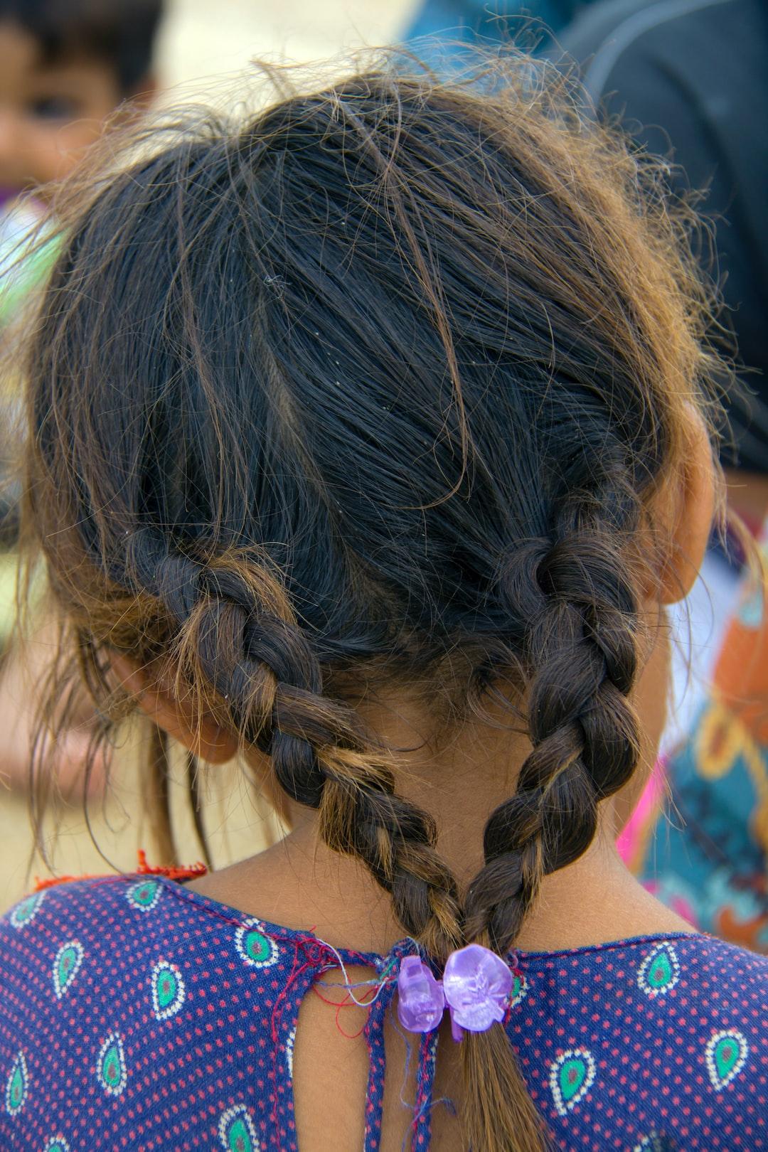 پرتره نگاری و ثبت مستند کودکان منطقه سیستان و بلوچستان با لباس های محلی در منطقه محل زندگی، در حال بازی - (ایران-سیستان و بلوچستان-رمشک-روستای اشکوتو)