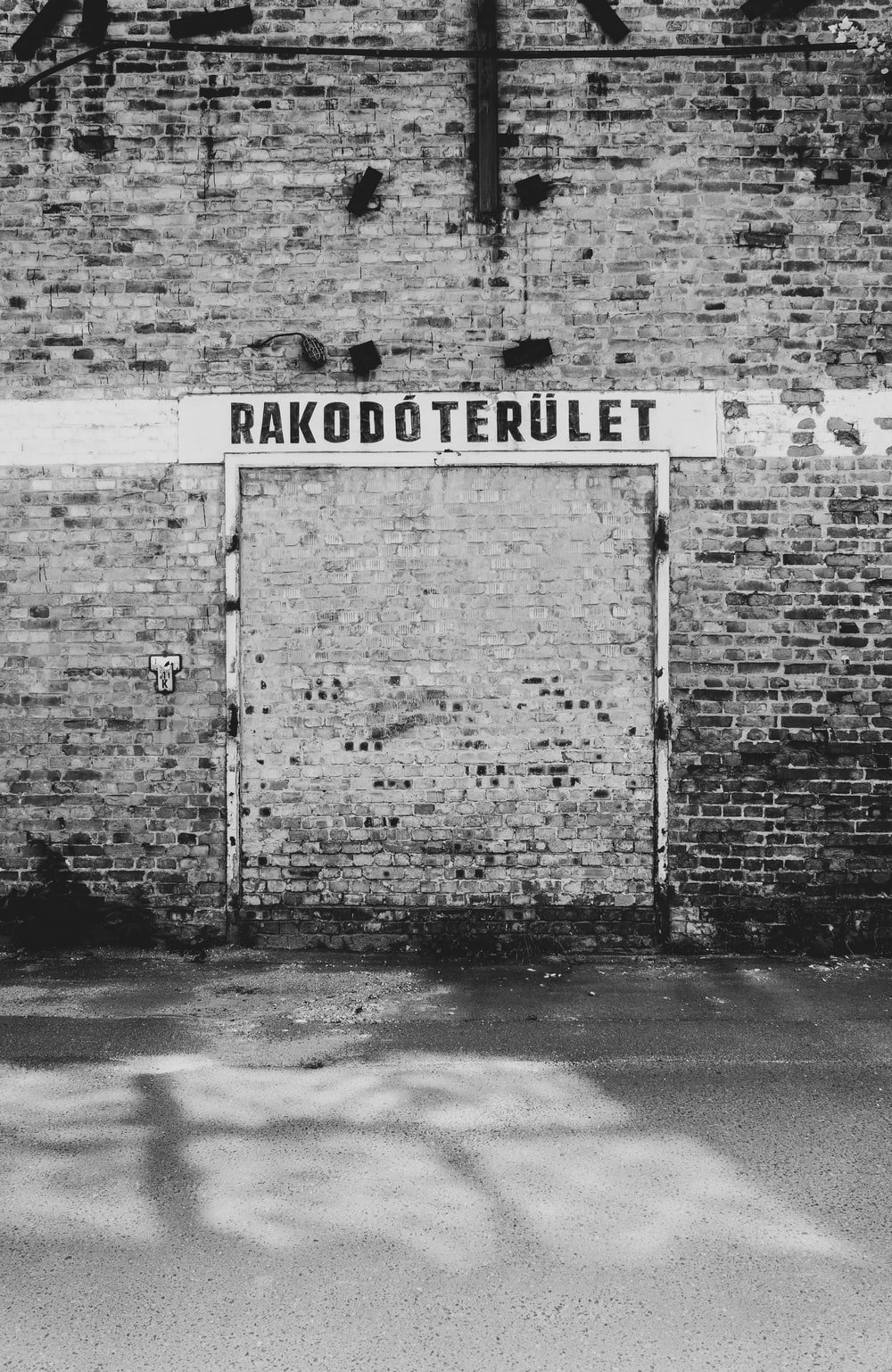 rakodoterulet sign on wall