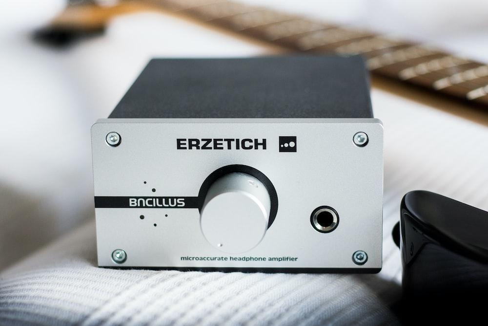 Erzetich headphones amplifier on white pad