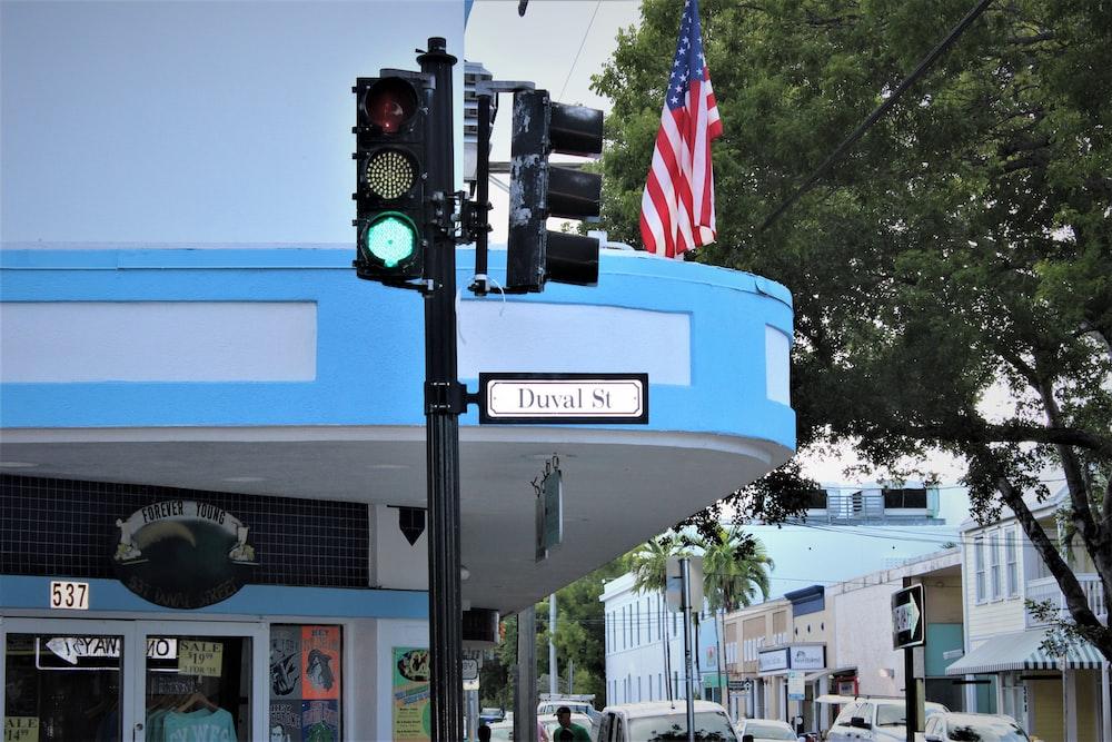 green stoplight at daytime