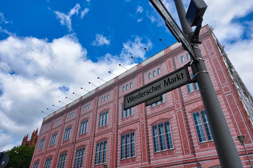 Werdescher Markt road sign