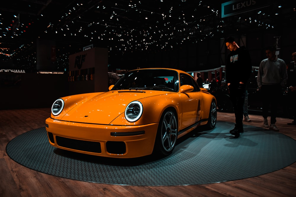 orange Porsche 959