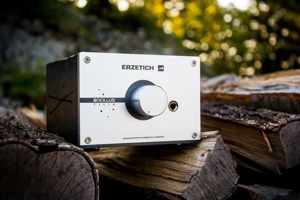 black and gray Erzetich metal machine