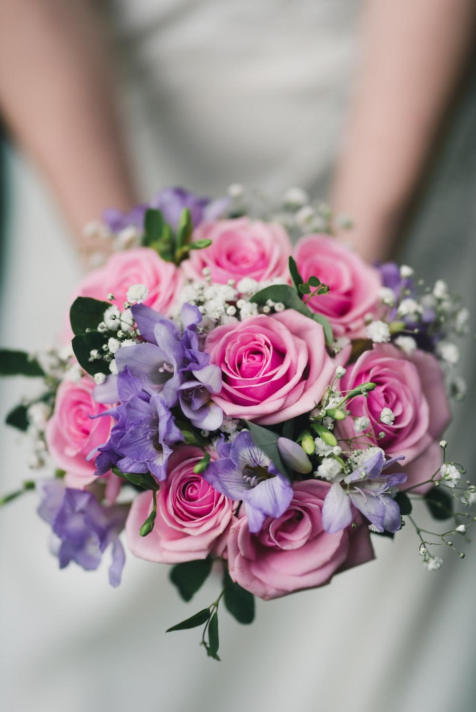 pink petaled flower bouquet close-up photography