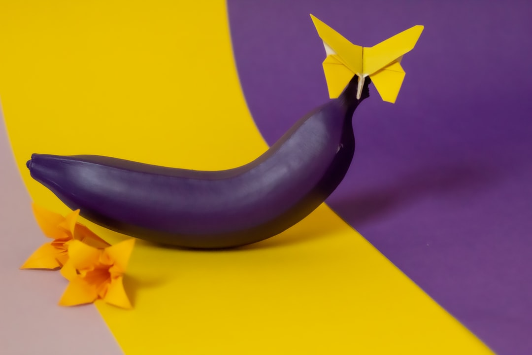 Colorful-Smoothie: my first photo exercises using purple color harmonies and bananas.