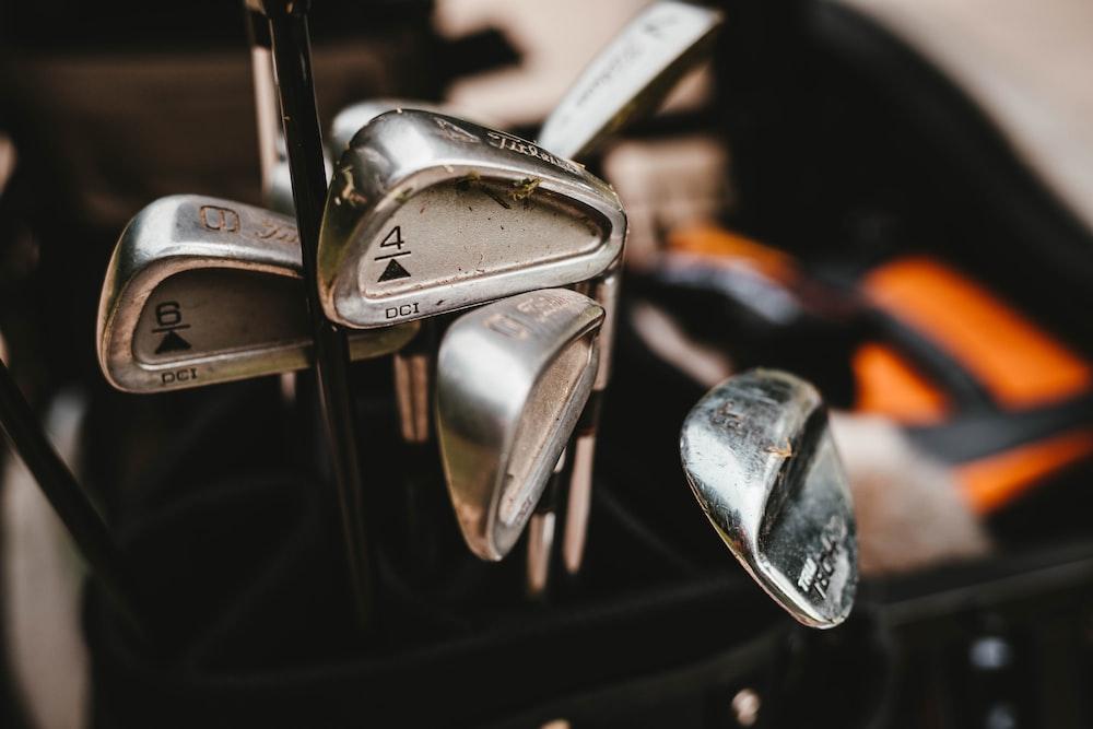 gray golf putter set with bag