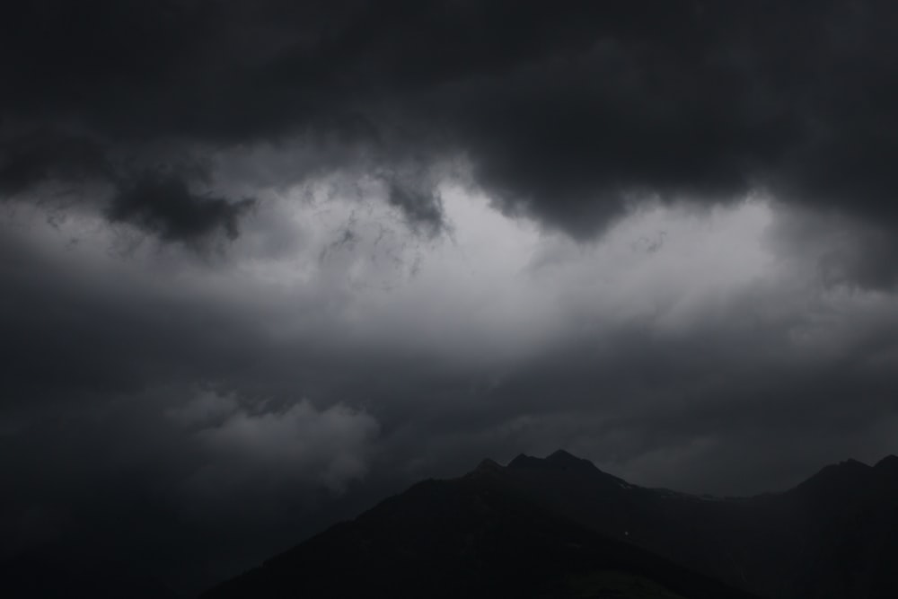 gray clouds and mountain