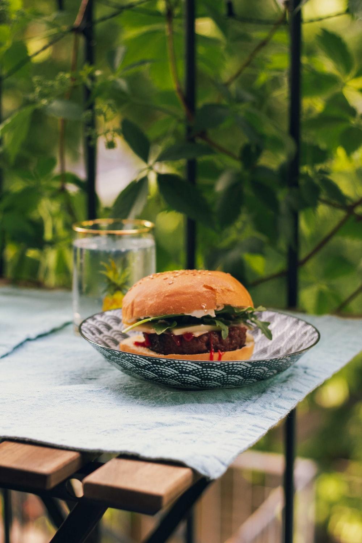 hamburger in round white and grey ceramic bowl
