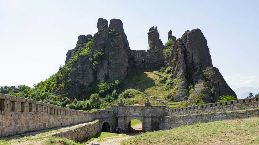 gray wall near mountain