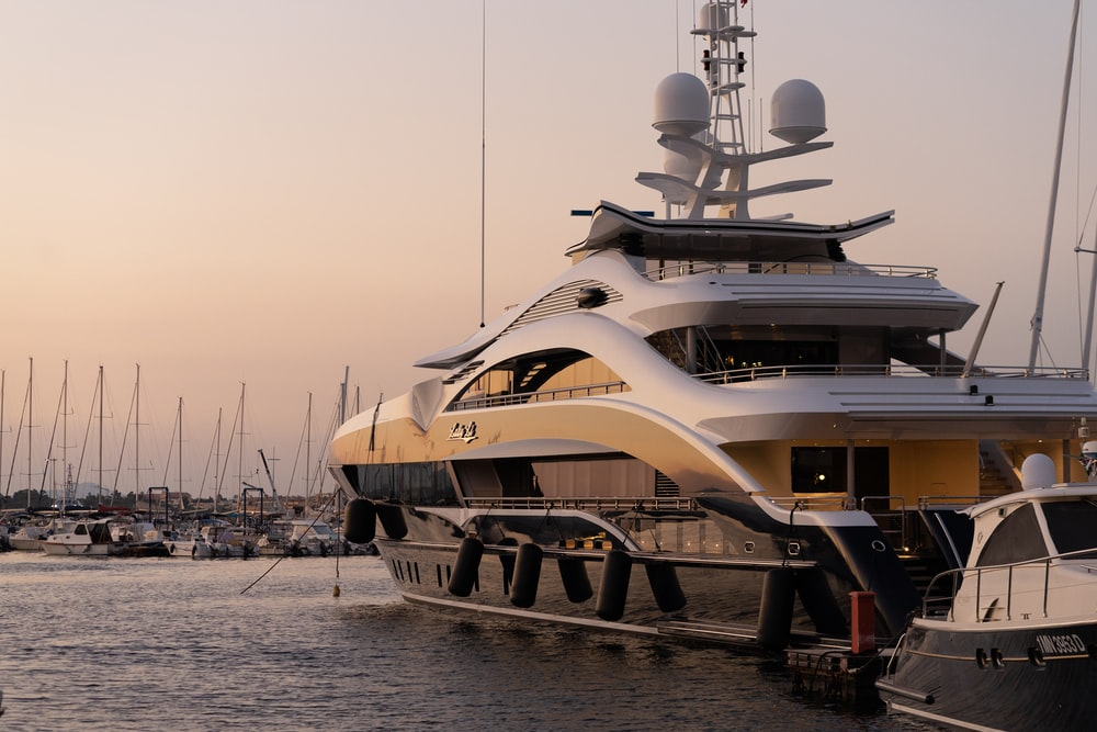 white and gold yacht scenery