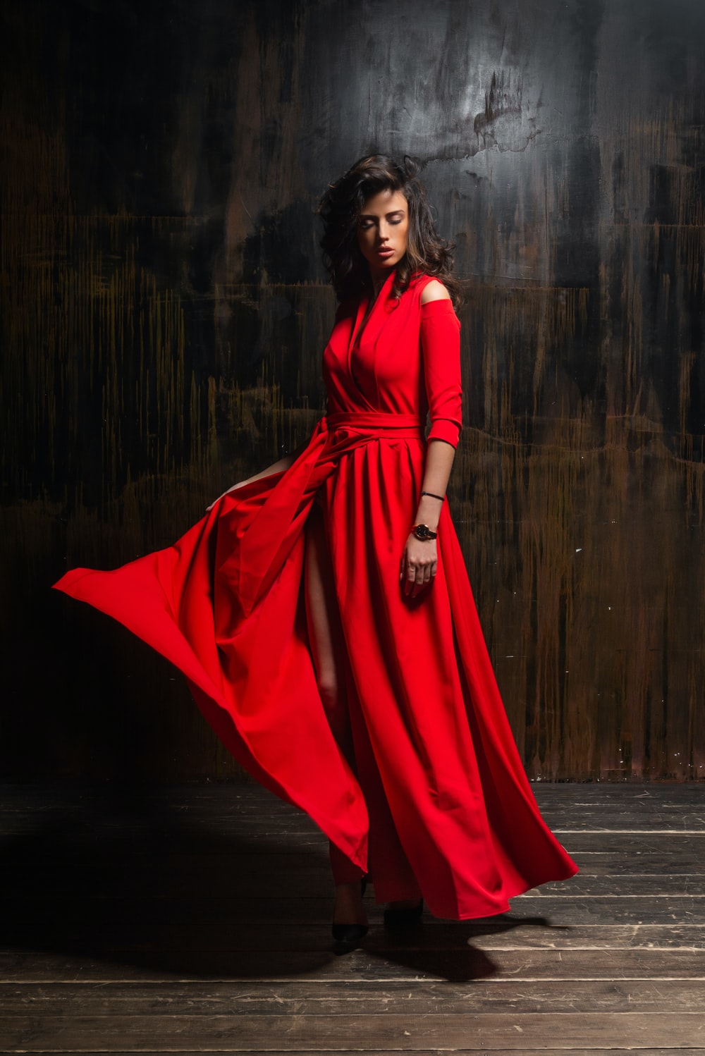 woman wearing red 3/4-sleeved dress