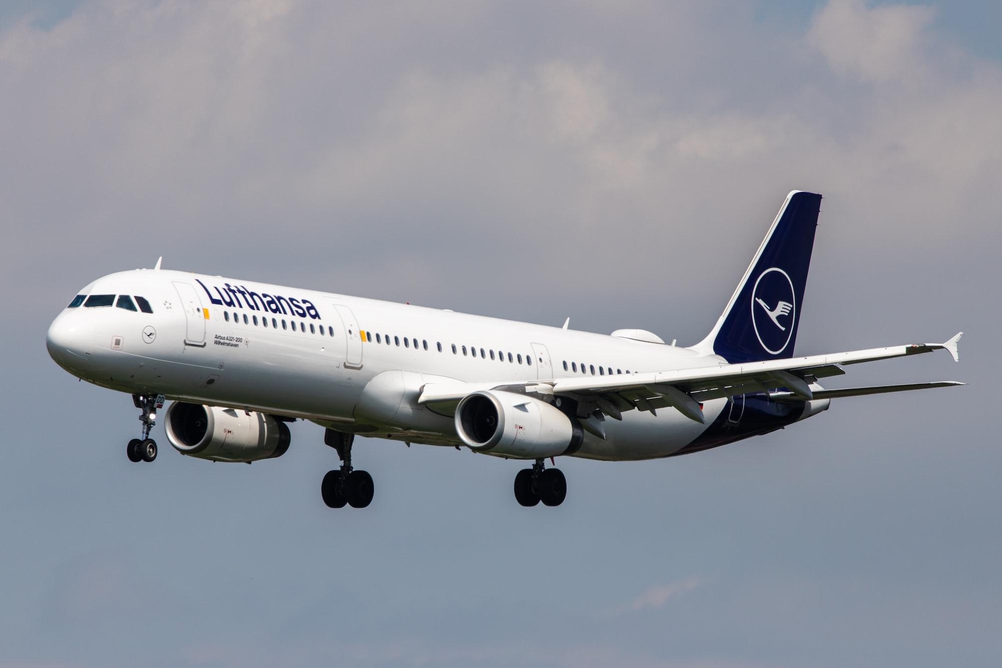 Avion Lufthansa dans le ciel