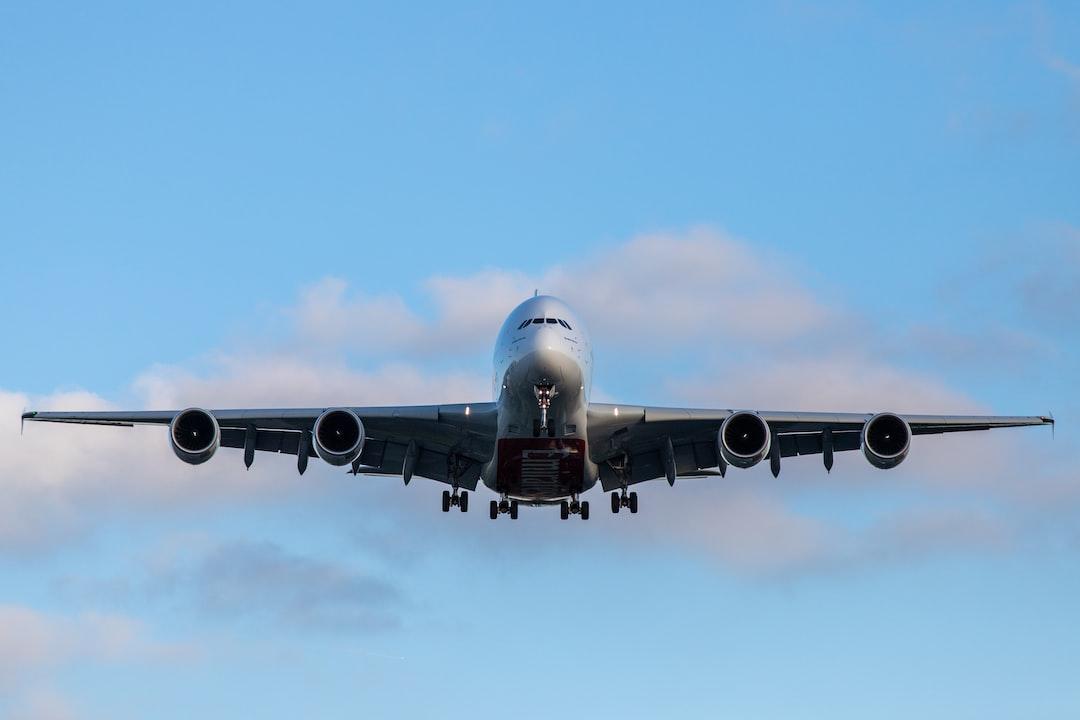 Emirates final approach Hamburg Airport / HAM / EDDH