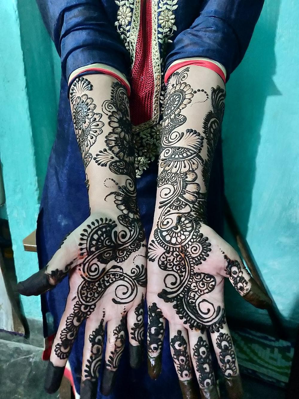 black mhendi tattoo close-up photography