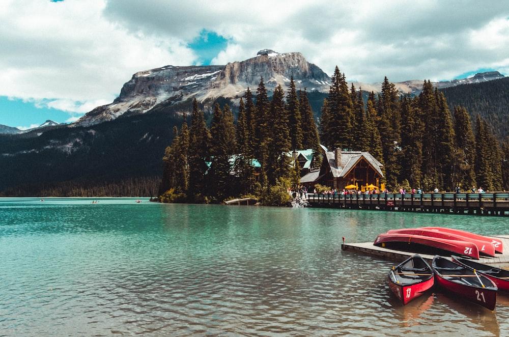red and black kayak