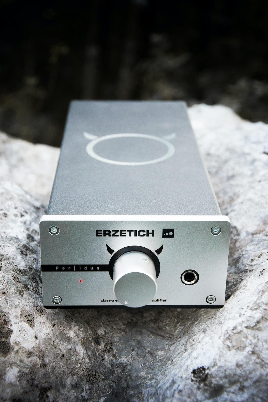 rectangular gray Erzetich media player