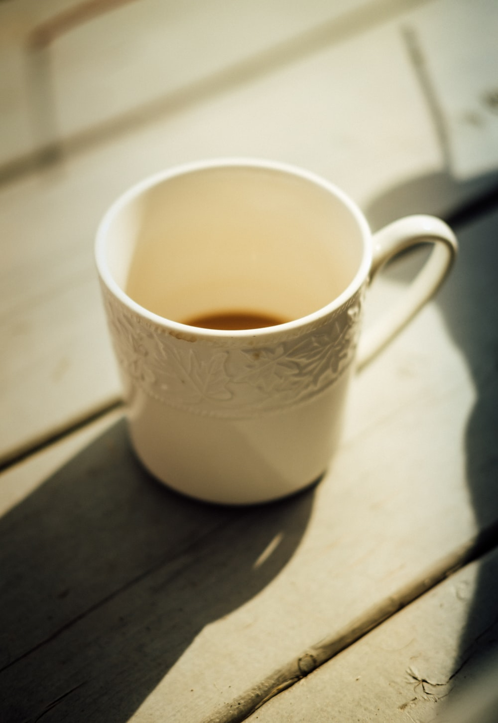 white ceramic coffee cup close-up photography