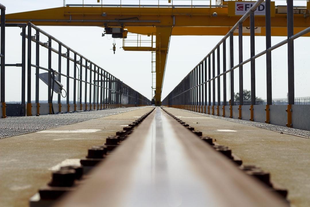 Gantry rail closeup